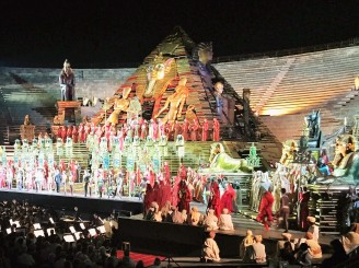 Stunning costume and set design, Aida.